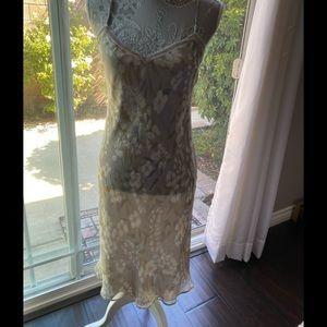 Laundry by Shelli Segal light gray dress